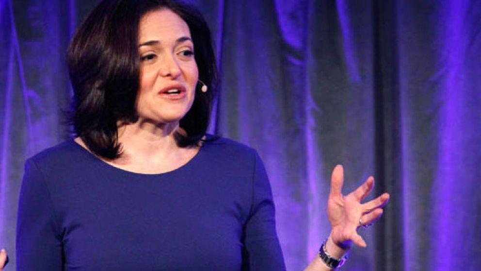 """""""Haced como yo"""": El polémico libro de autoayuda  de la directiva  de Facebook"""