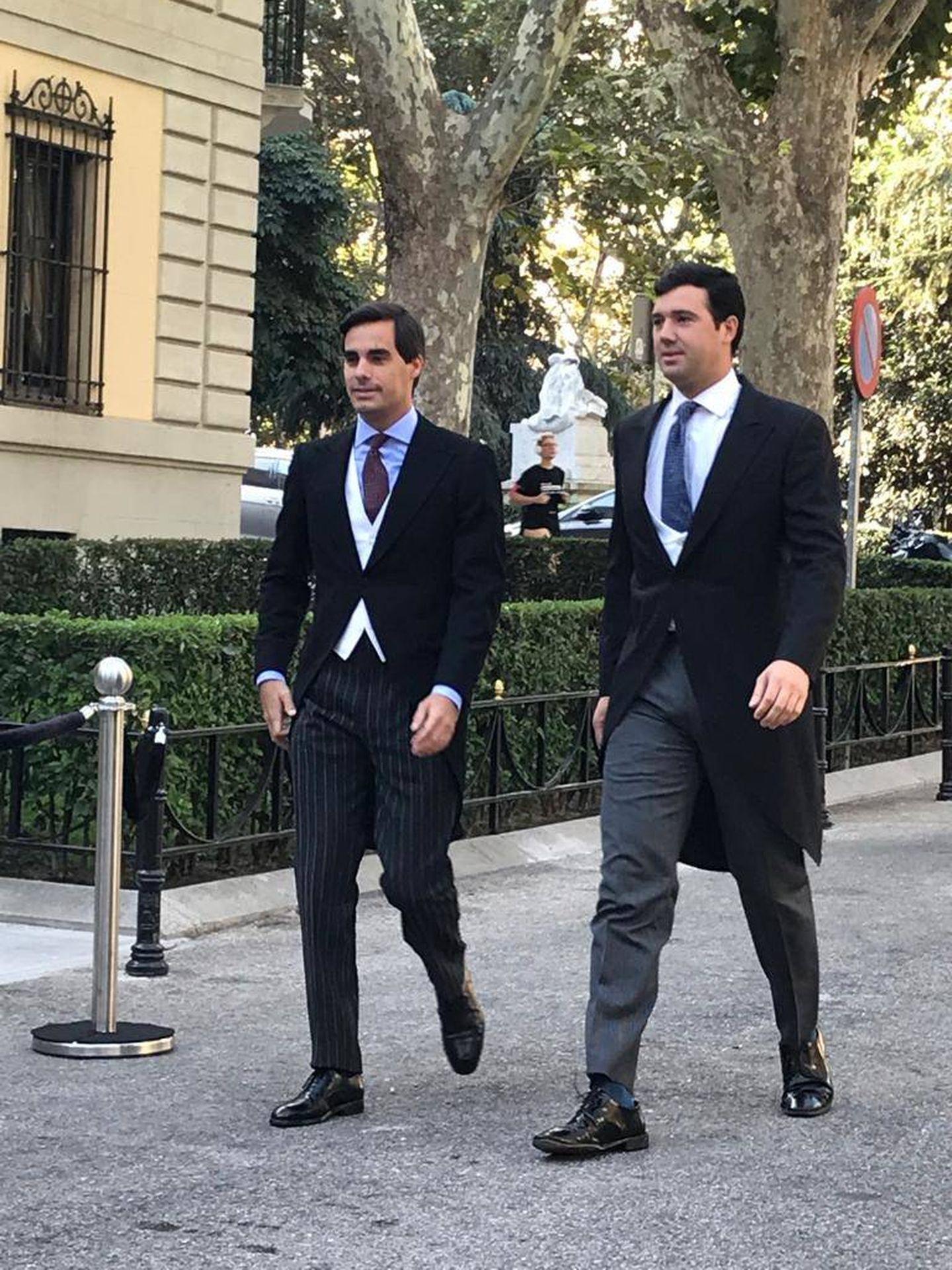 Dos testigos, a su llegada al Palacio de Liria. (P.I.)