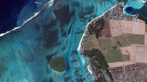 Los habitantes de Mauricio recogen pelo para protegerse del derrame de petróleo