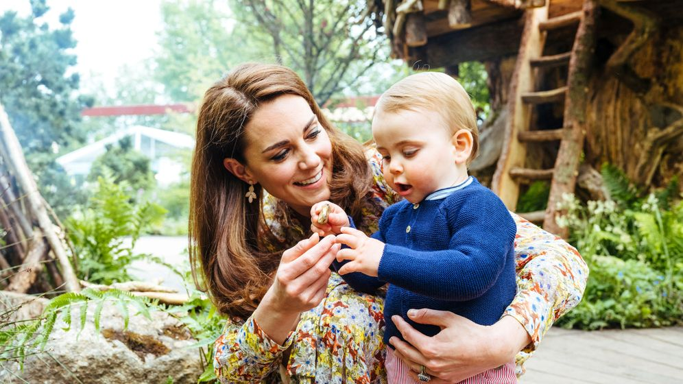 Foto: Kate Middleton con su hijo Louis. (@kensingtonroyal)