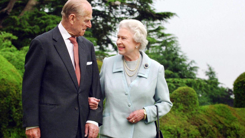 Foto: La reina Isabel junto a su marido, en una imagen de archivo (Gtres)