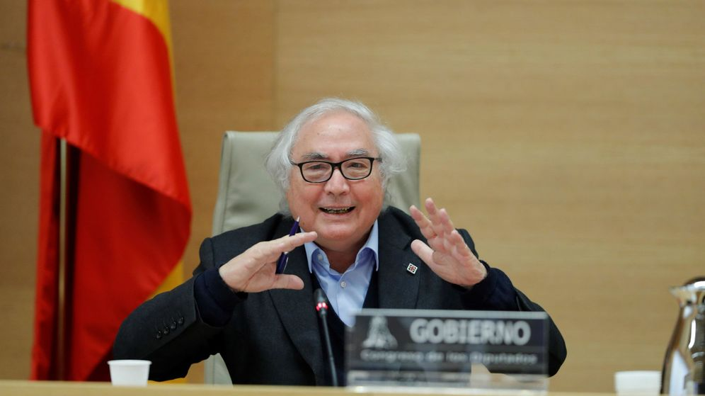 Foto: El ministro de Universidades, Manuel Castells, en la Comisión de Universidades del Congreso. (EFE)