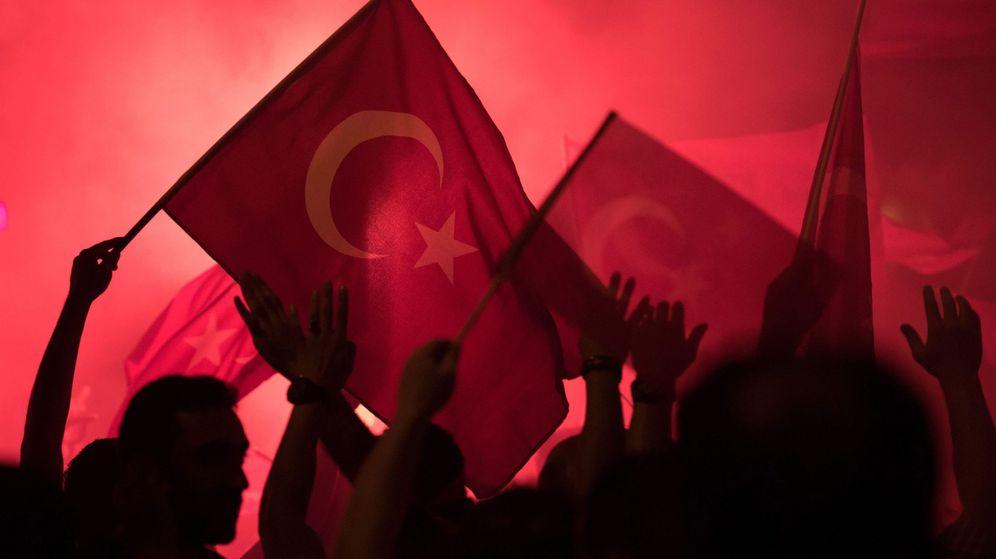 Foto: Manifestación en contra del golpe de Estado en Turquía. (Reuters)