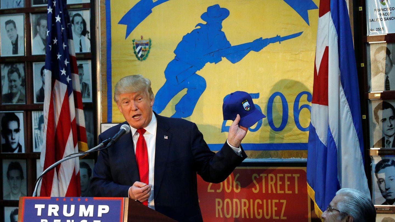 Donald Trump habla en la sede de los veteranos de la invasión de Bahía de Cochinos en Florida, durante la campaña electoral en octubre de 2016. (Reuters)