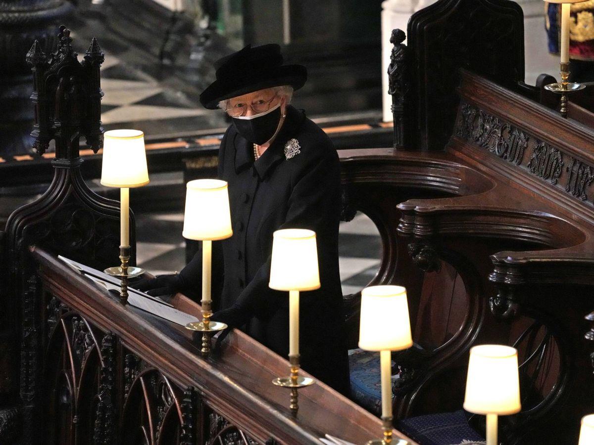 Foto: Isabel II, en el funeral de su marido, el duque de Edimburgo. (Cordon Press)