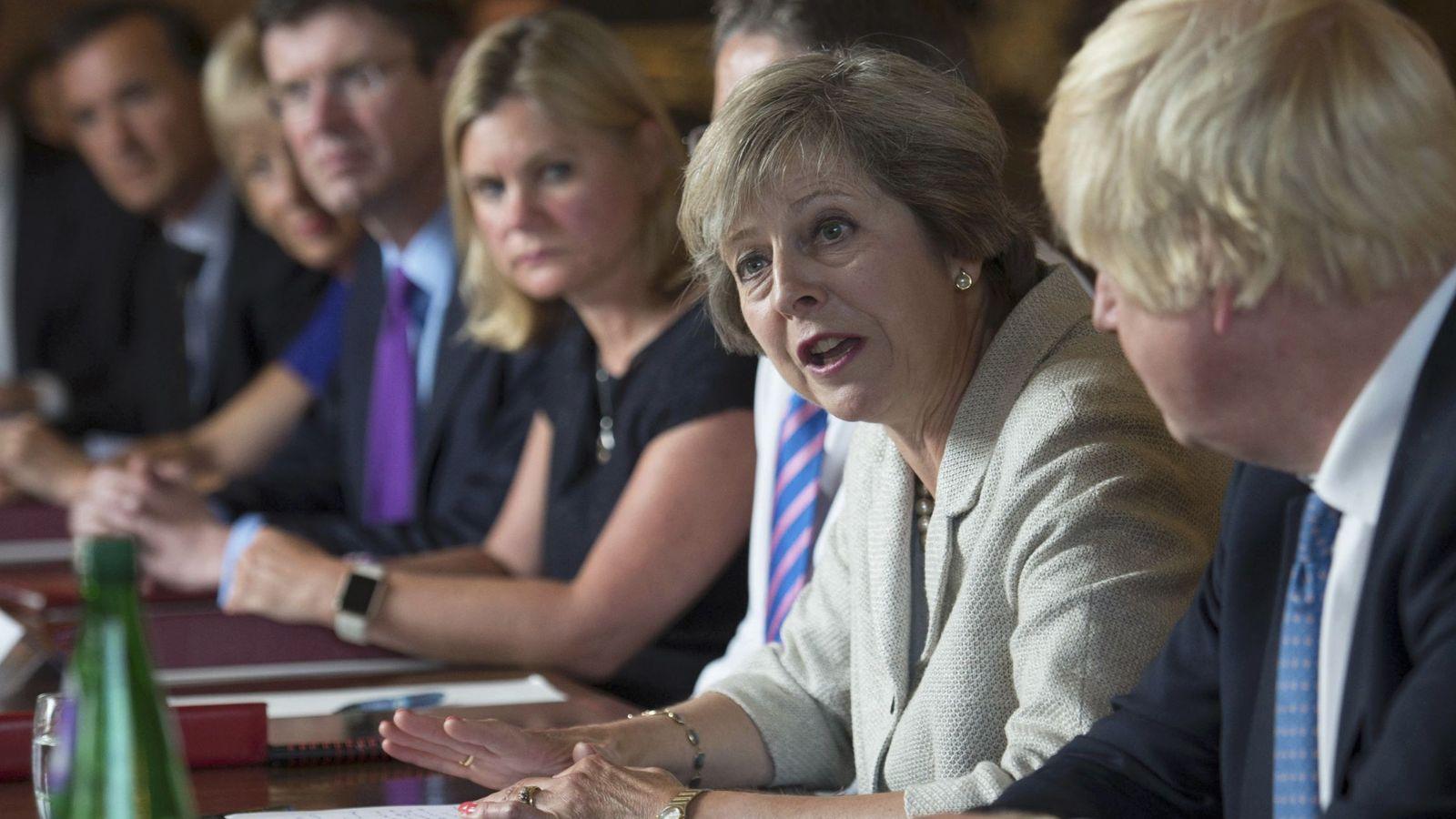 Foto: Theresa May durante una reunión con miembros del gabinete en Chequers in Buckinghamshire (Reuters).