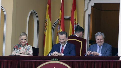 Felipe VI (sin Letizia) preside por primera vez como Rey la corrida de la beneficiencia