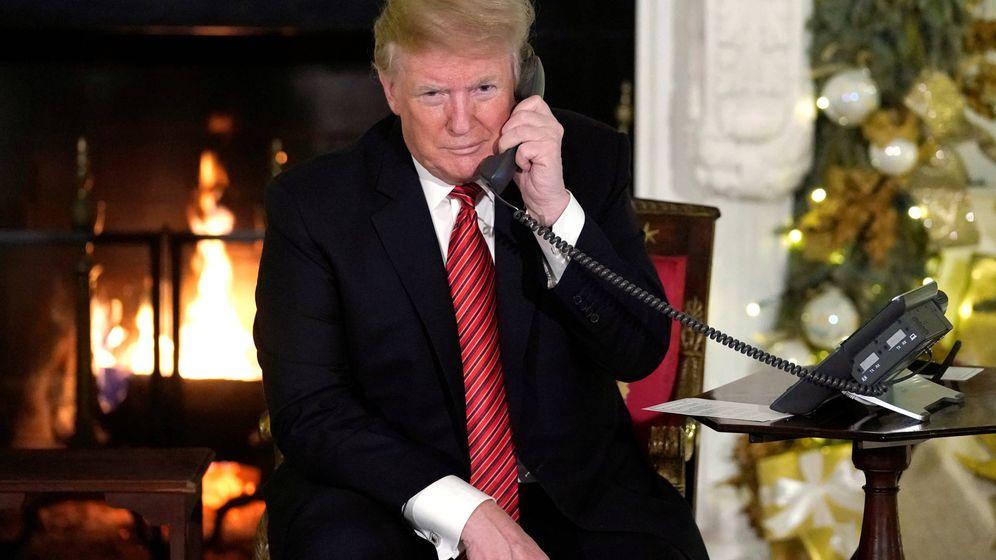 Foto: Donald Trump, hablando por teléfono, en una imagen de archivo. (Reuters)