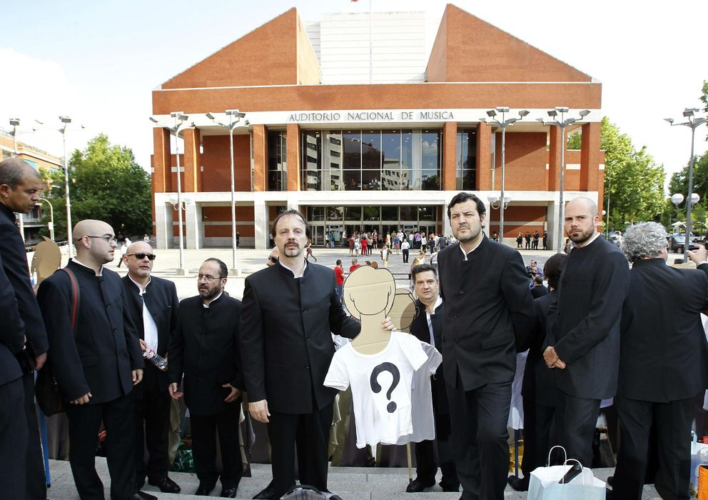 Foto: Concentración de los miembros del Coro Nacional de España el pasado mes de junio (EFE)
