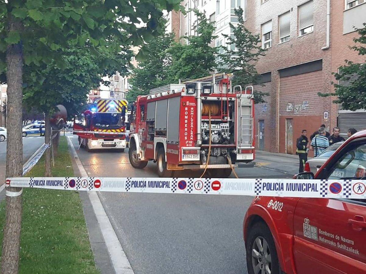Foto: Incendio en el barrio pamplonés de la Rochapea. (Bomberos Navarra)