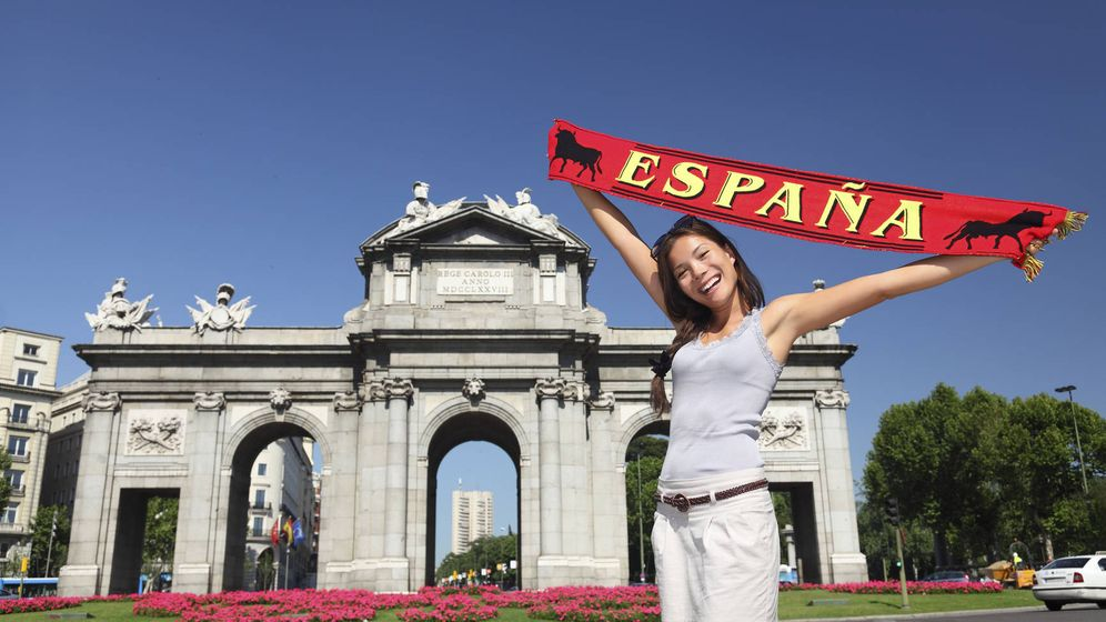 Foto: Una turista visita Madrid. (Reuters)