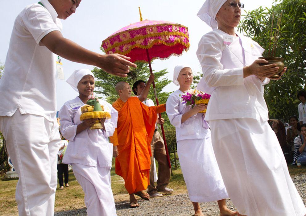 Foto: Chatsumarn es la primera monja budista en Tailandia tras siete siglos en los que su ordenación ha estado prohibida (Biel Calderón)