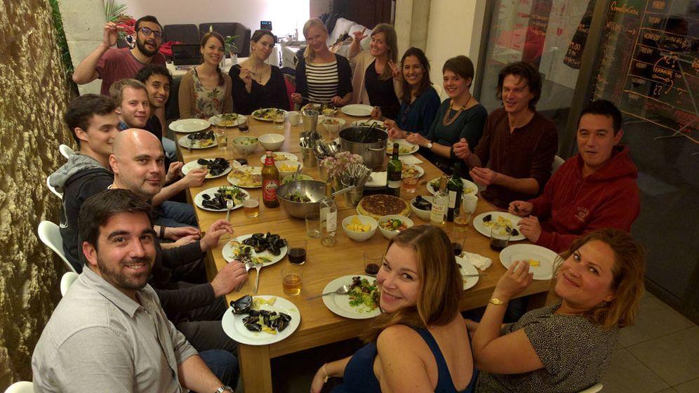 Foto: La hora de la cena pone sobre la mesa grandes ideas en un espacio de 'coliving'. (Sun and Co.)