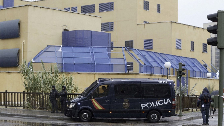 Once policías heridos en un intento de fuga de inmigrantes en el CIE de Aluche