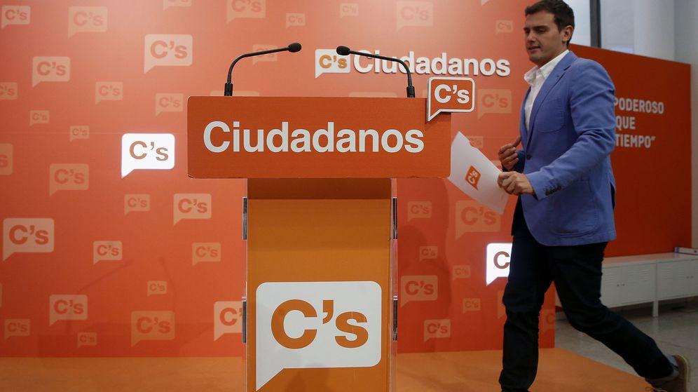 Foto: El presidente de Ciudadanos, Albert Rivera, a su llegada a la rueda de prensa posterior a la reunión que la Ejecutiva Nacional. (EFE)