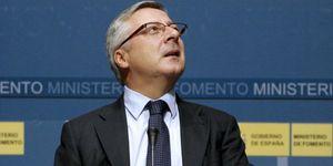 Más de 26.000 lectores piden la dimisión del ministro de Fomento