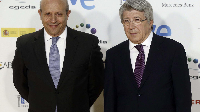 El ministro Wert junto a Enrique Cerezo (Efe)