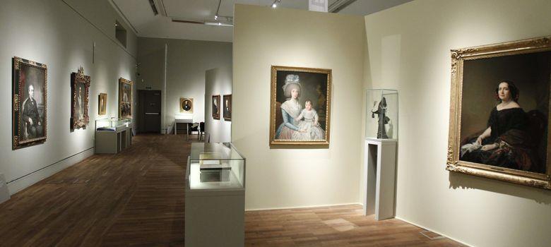 Foto: Exposición para conmemorar los 300 años de la RAE (EFE)