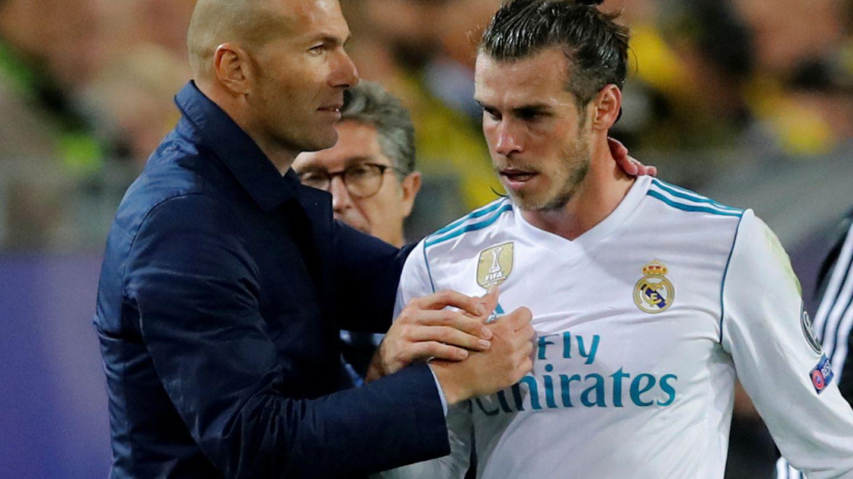 Bale se fue al banquillo con calambres. (Reuters)