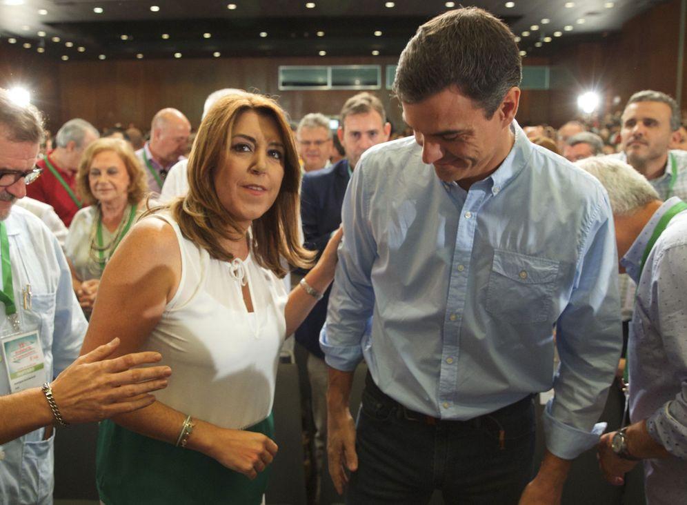Foto: Susana Díaz, junto a Pedro Sánchez, en la clausura del 13º Congreso del PSOE de Andalucía, este domingo en Sevilla. (EFE)