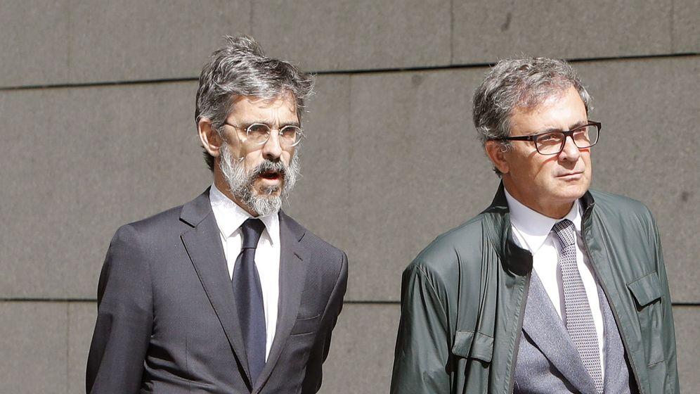 Foto: Jordi Pujol Ferrusola (d), el primogénito del expresidente catalán, acompañado de su abogado. (EFE)