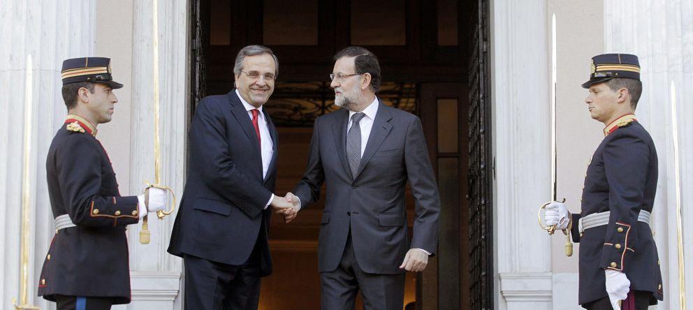 Foto: Andonis Samaras recibe a Mariano Rajoy en Atenas. (EFE)