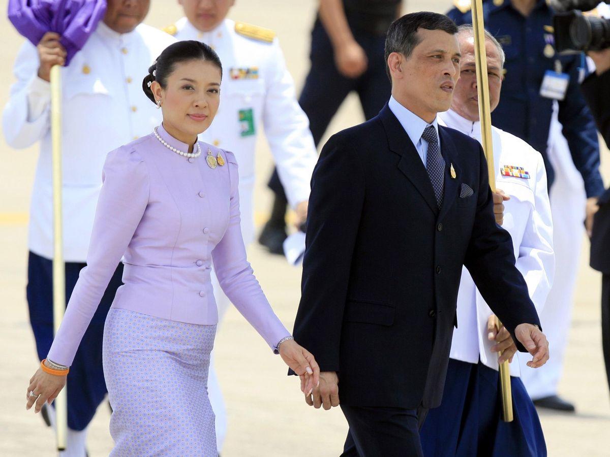 Foto: Maha Vajiralongkorn y la princesa Srirasmi en 2006. (Reuters)