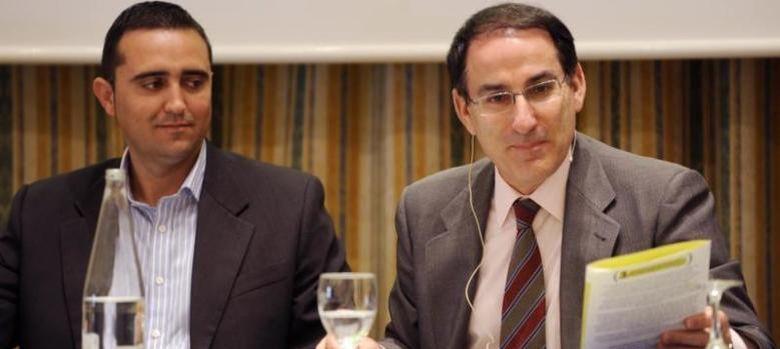 Foto: El presidente de la CEM, Javier González de Lara (d). (http://www.cem-malaga.es/)