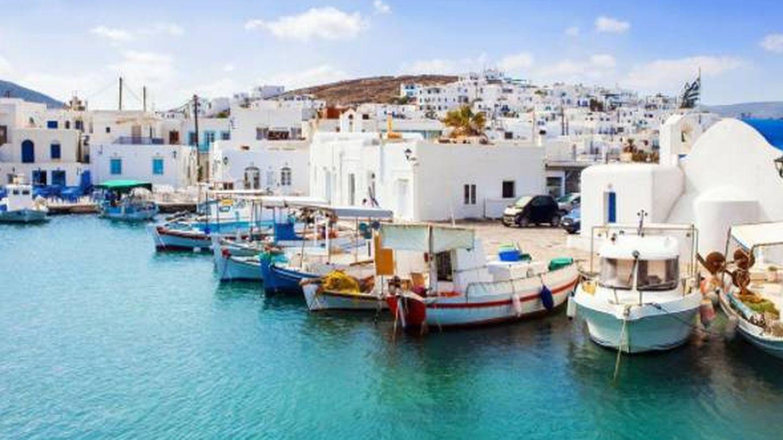Seguimos en Naoussa: casas blancas y barcos. (Foto: Visit Greece)