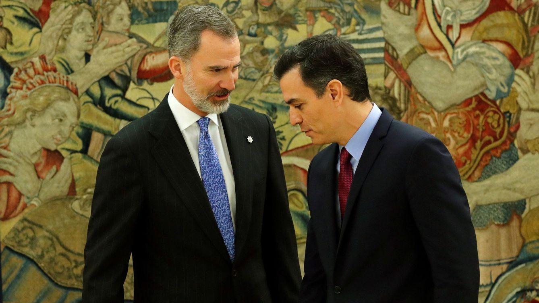 El Rey bromea con Sánchez tras prometer como presidente: El dolor vendrá después