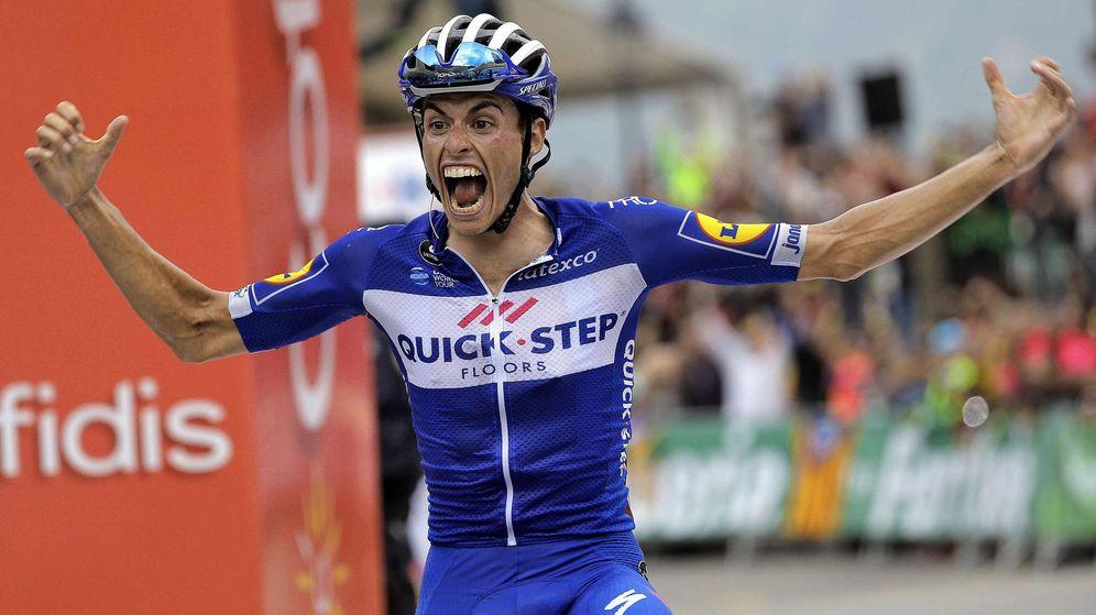 Foto: Enric Mas celebra su triunfo en la etapa reina de la Vuelta a España: la Coll de la Gallina. (Efe)