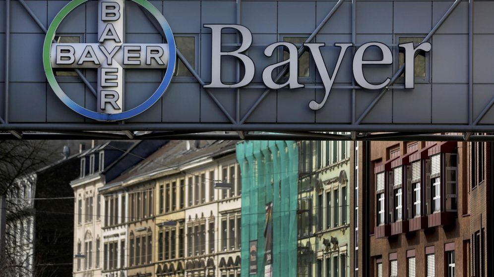 Foto: Logo de Bayer a a entrada de una de sus plantas. (Reuters)