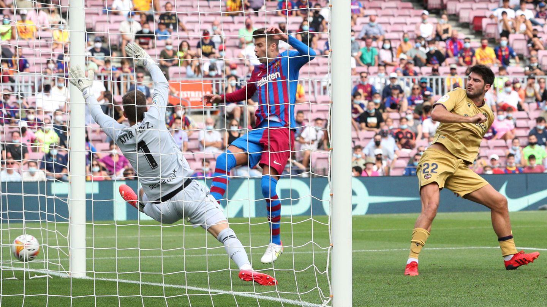Piqué estuvo muy cerca del 3-0. (Reuters)