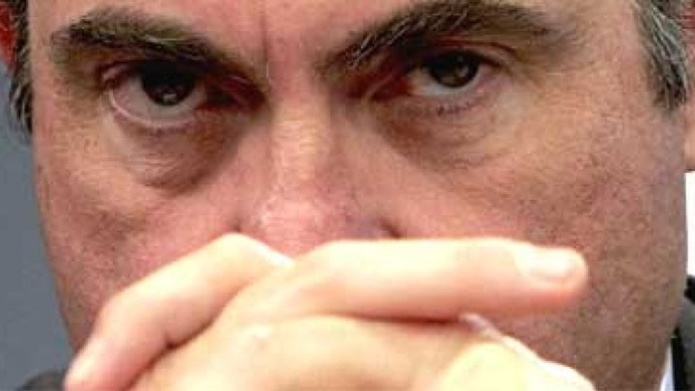 De Guindos insta a las empresas del Ibex a ajustar los salarios de los directivos