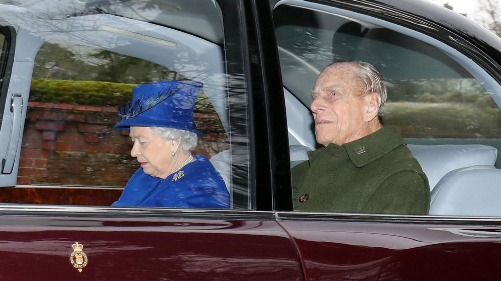 Tras la alarma inicial, Buckingham anuncia la retirada del duque de Edimburgo