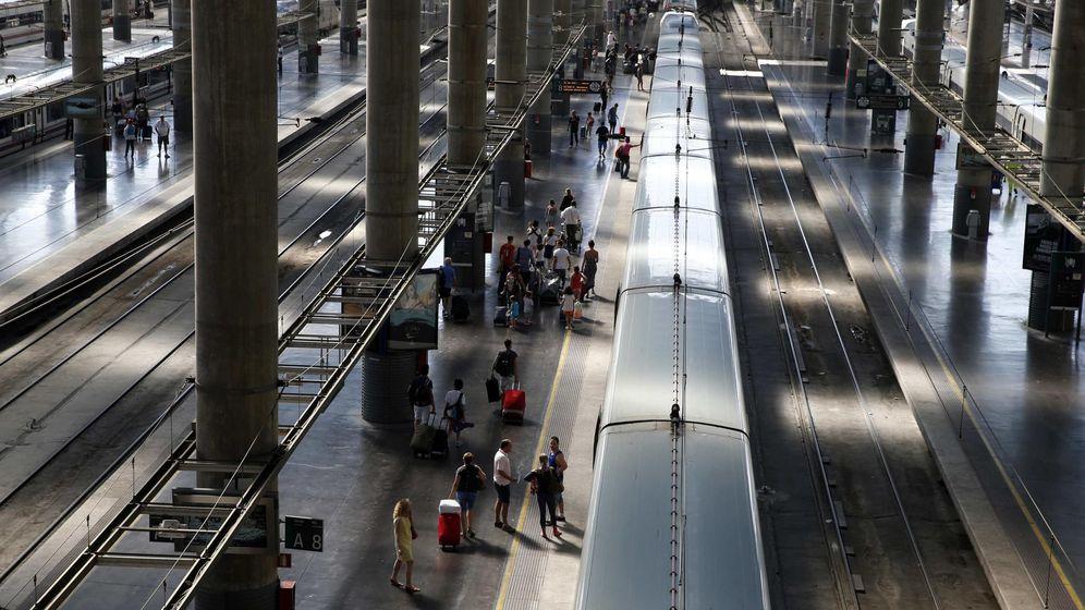 Foto: Trenes AVE en la estación de Atocha. (Reuters)