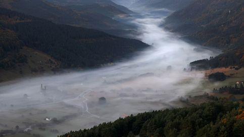 Un manto de nubes cubre el valle del Roncal