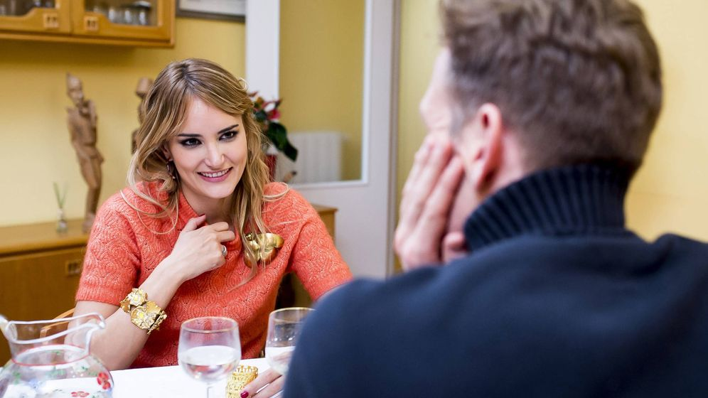 Foto: Los dardos de Alba Carrillo a Feliciano en 'Ven a cenar conmigo'. (Cuatro)
