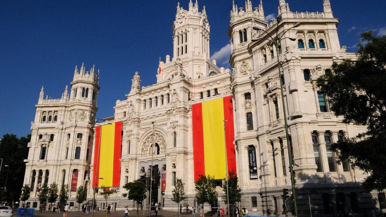 Ayuntamiento de Madrid con banderas de España. (Foto: Ayuntamiento de Madrid)