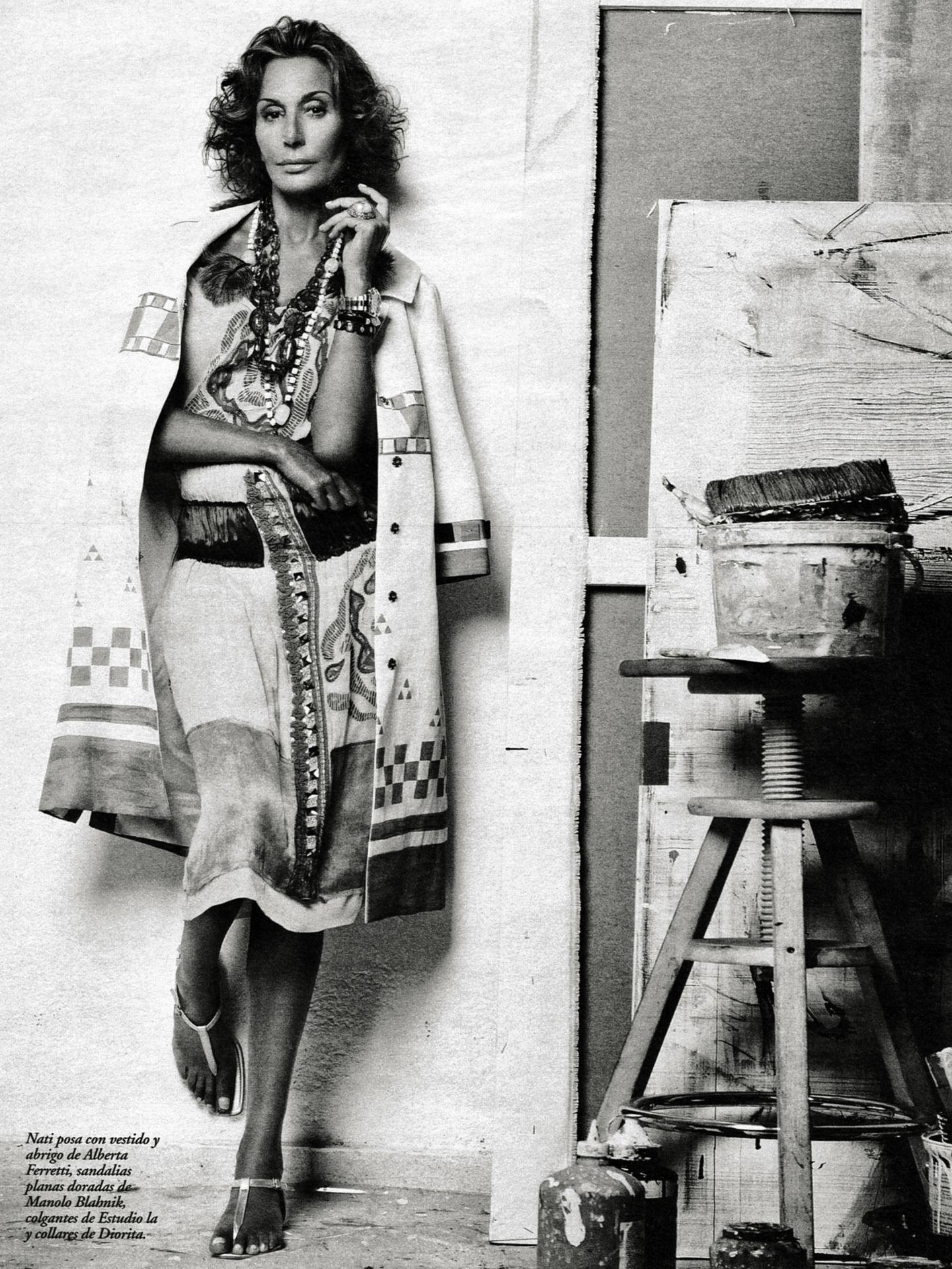 Naty Abascal, fotografiada por Mario Sierra en el taller del pintor Badri, 2006.(Archivos de Naty, por cortesía de ©Mario Sierra)