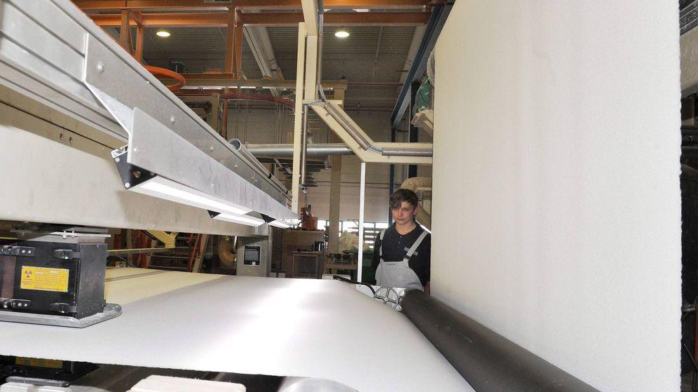 Foto: Una fábrica de papel en la localidad alemana de Falkenhagen. (EFE)