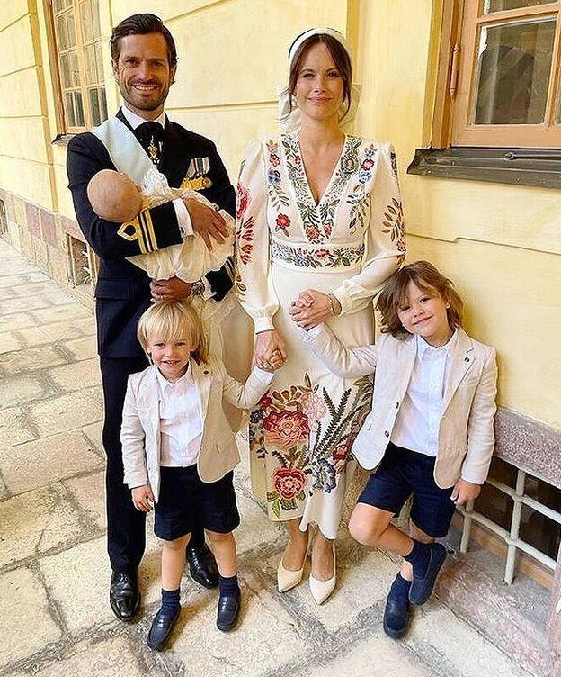 Foto: Carlos Felipe y sus tres hijos posan junto a sus hijos.(Instagram)