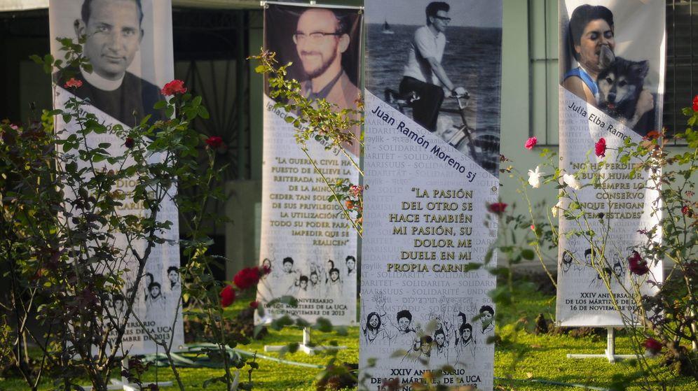 Foto: Vista del Jardin de la Rosas, el lugar donde un grupo del Ejército asesinó a los españoles. (EFE)