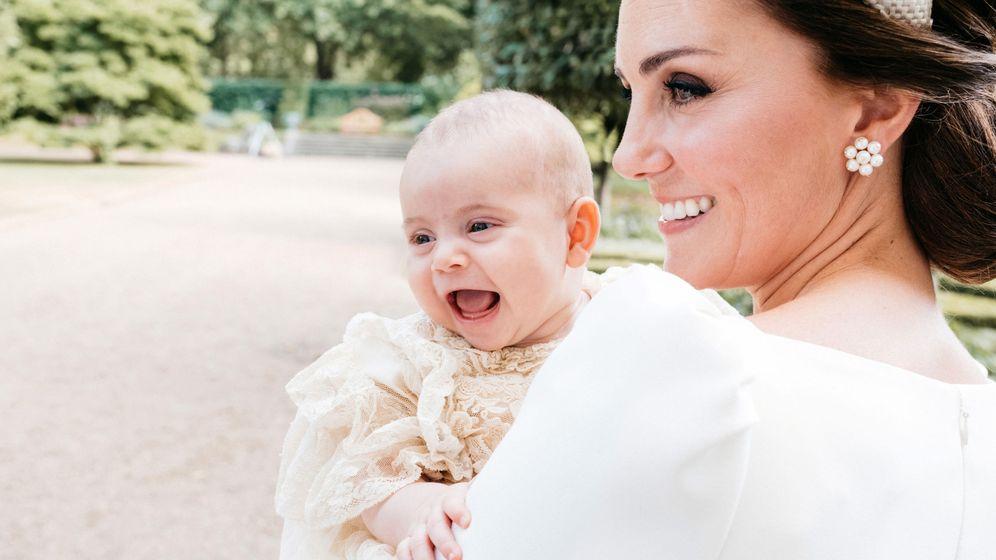 Foto: La duquesa de Cambridge con su hijo Louis en brazos, el día de su bautizo. (Reuters)