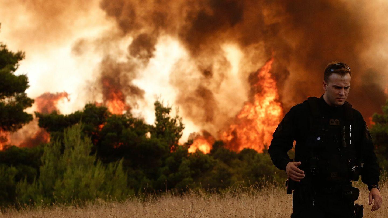 El fuego en los alrededores de Tatoi. (EFE)