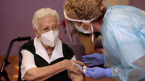 Así ha sido la vacunación de Araceli y Mónica, las dos primeras españolas en inocularse contra el covid