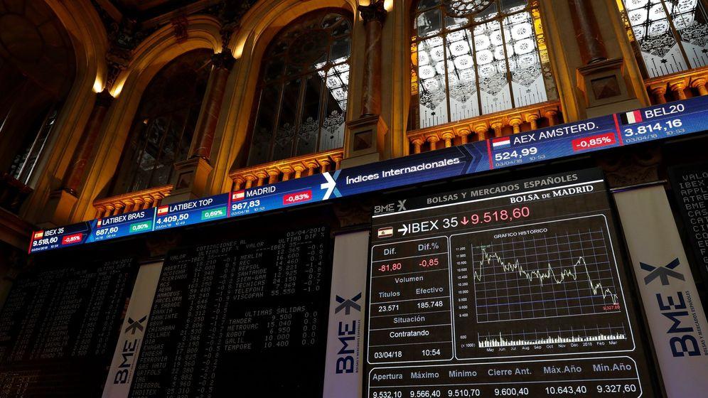 Foto: Vista de un panel de la Bolsa española, el Ibex 35. (EFE)