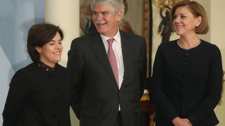 Soraya Sáenz de Santamaría, Alfonso Dastis y María Dolores de Cospedal. (EFE)