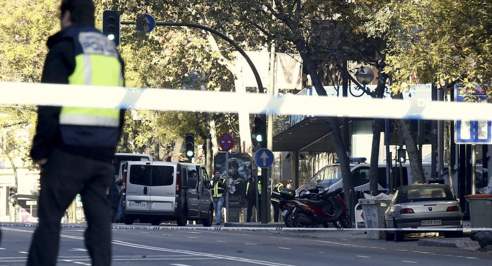 Foto: Así fue el ataque a la sede del Partido Popular en Génova 13