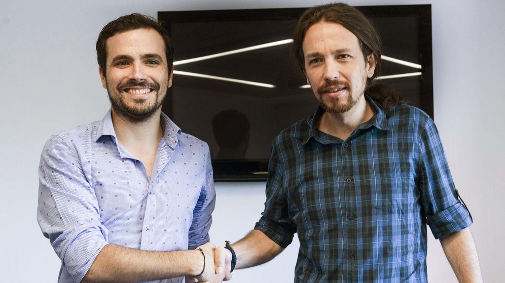Foto: Alberto Garzón y Pablo Iglesias durante un encuentro mantenido en la sede de Podemos el pasado mes de junio. (EFE)